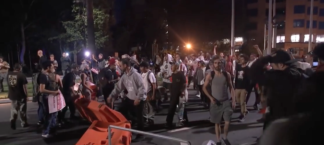 Image: Trump supporters and protesters clash as San Jose rally turns violent (Video)