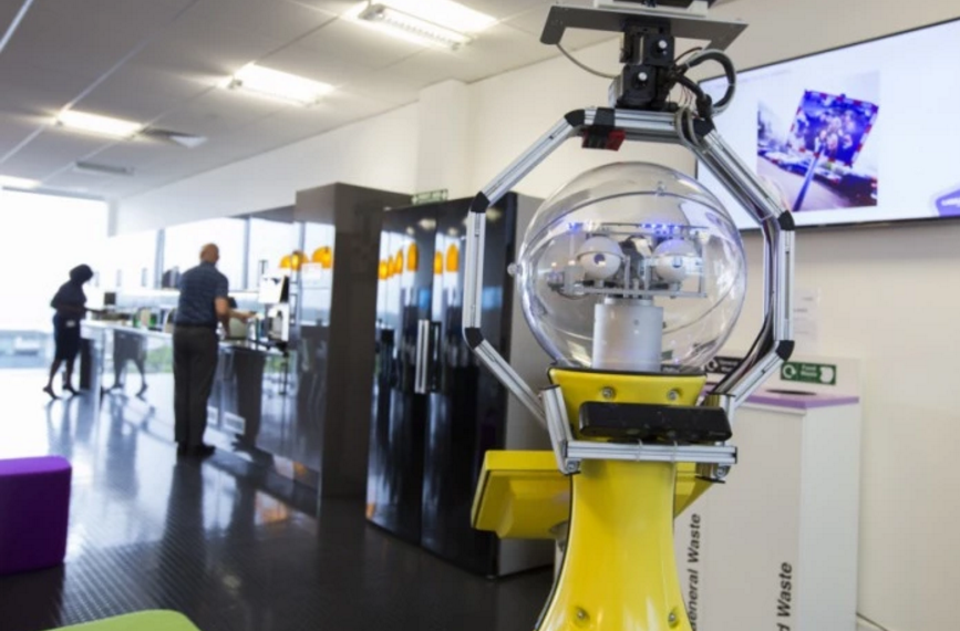 Image: White collar robots are coming for your office jobs (Video)